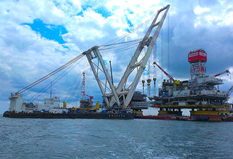 "Floating crane ""Volgar"" being certified by the Russian Maritime Register of Shipping."
